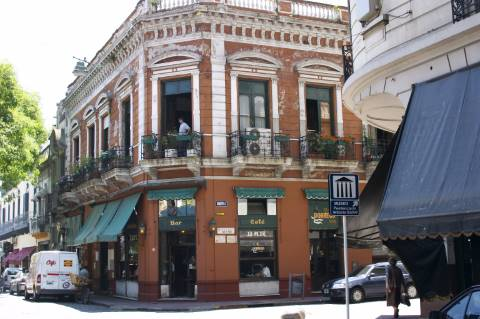 Bar Plaza Dorrego em Buenos Aires (Photo by Barcex CC)